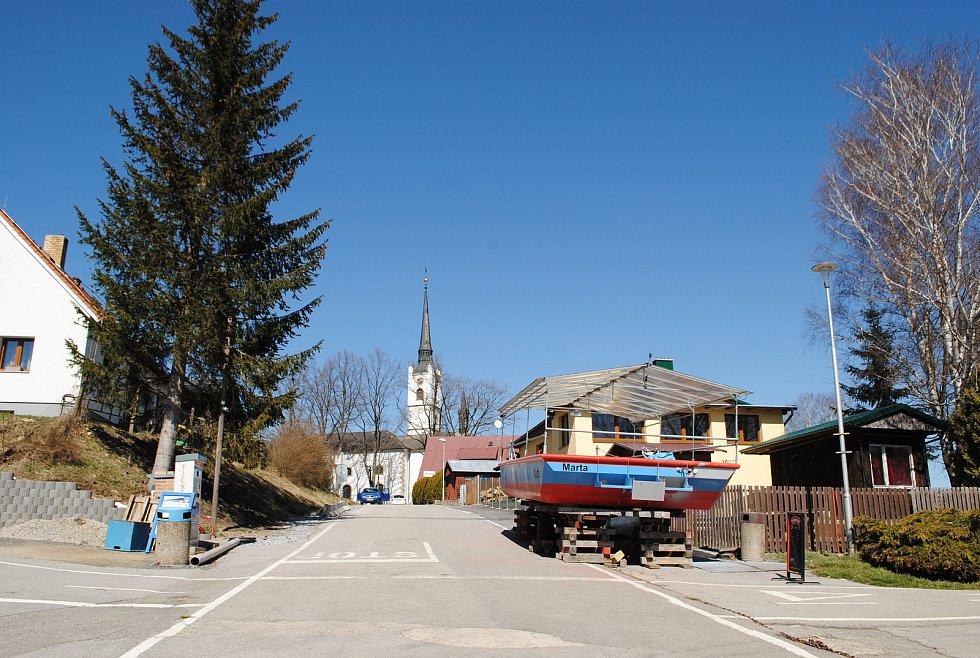 Z Frymburka do Frýdavy zatím převoz nejezdí, ani malá loď Marta, ani velký Hraničář.