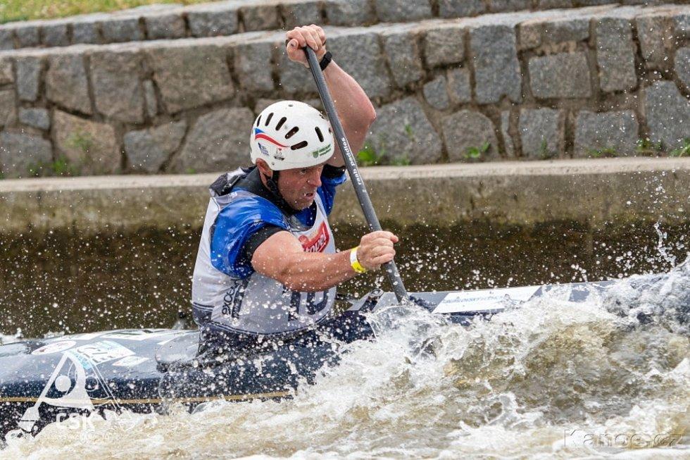 Závodníci českokrumlovského SK Vltava si s nástrahami kanálu v Roudnici poradili velmi dobře, o čemž svědčí řada vybojovaných medailí. Na snímku Lukáš Novosad.
