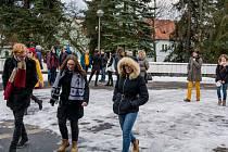 Studenti gymnázia ve středu kvůli havárie kotle místo školy vyrazili do kina.