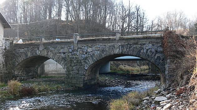 Jak to s dávným mostkem přes Polečnici dopadne? Soud jeho stěhování zarazil.