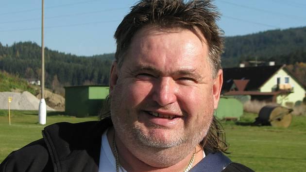 První polovinu sezony byl Vlastimil Mertl ještě v pozici hlavního frymburského kouče, na jaře již působil jako asistent hrajícího trenéra Erika Koršaly.