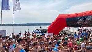 Závody v dálkovém plavání na Dolní Vltavici.
