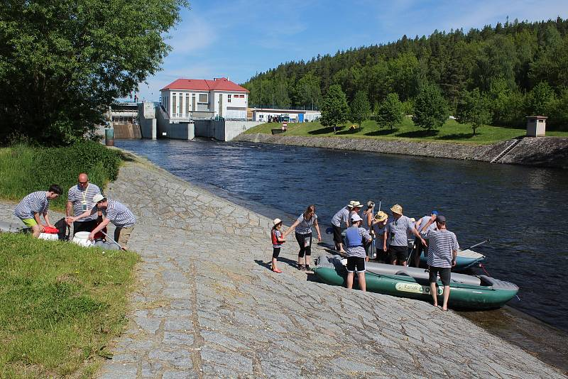Vodáci startují na vodu z Vyššího Brodu. Na řece a kolem ní bude rušno.