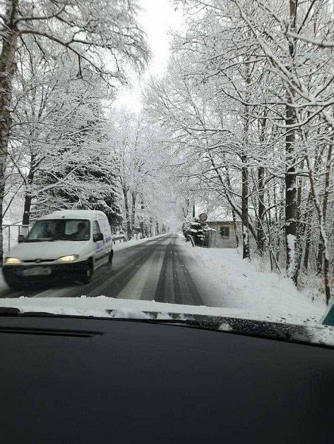 Cesta mezi Chvalšinami a Krumlovem je sjízdná.