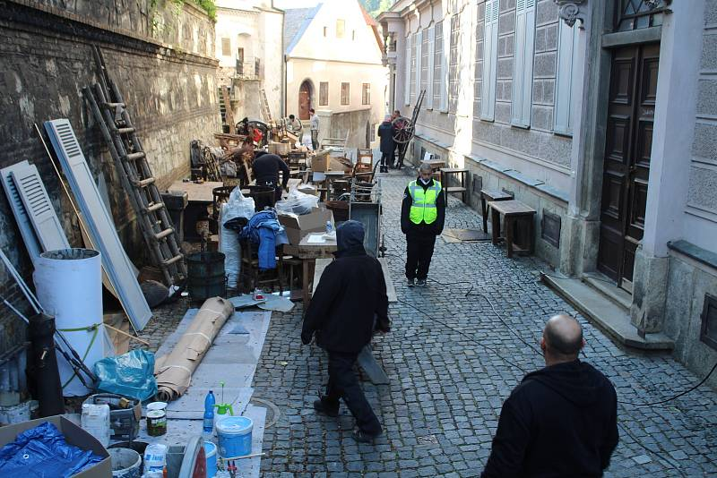 Připravy na natáčení historického filmu v Českém Krumlově jsou v plném proudu.