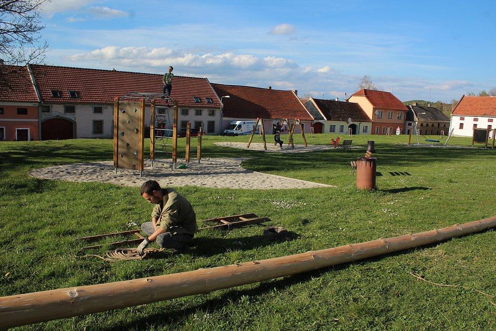 Stavba májky v Blansku.