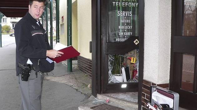 Vloupání do prodejny telefonů na Špičáku v Českém Krumlově.