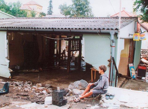 Tuto stavbu už na Chvalšinské nenajdete, vzala ji voda v roce 2002