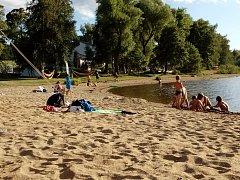 Na pláži v Černé v Pošumaví. Ilustrační foto