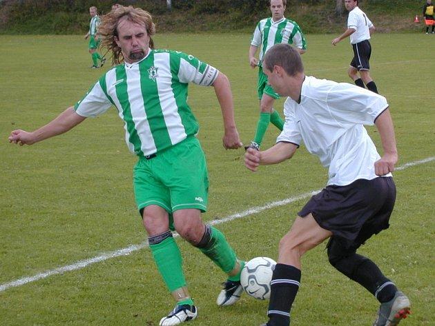 V zelenobílém dresu vyšebrodského Dynama už Bronislava Bäumla (vlevo) neuvidíme, ikona klubu od hranic se z hráčské role nyní přeškoluje na pozici trenéra.