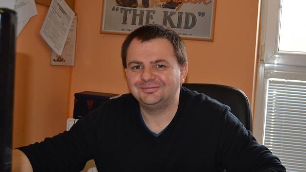Příprava velkého mezinárodního turnaje žádá po řediteli Radku Votavovi desítky hodin plného vytížení nejen v hale, ale zejména u počítače za pracovním stolem.