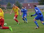I.B třída (skupina A) - 14. kolo: Sokol Chvalšiny (červenožluté dresy) - Vltavan Loučovice 1:3 (1:3).