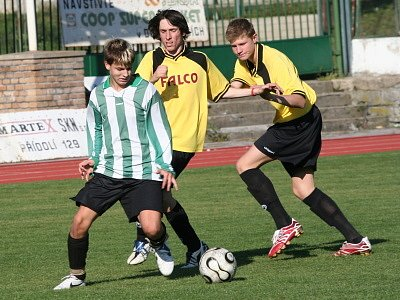 K osmé podzimní výhře nasměroval mladší dorost  v zápase s Rudolfovem Jaroslav Lacko (u míče).