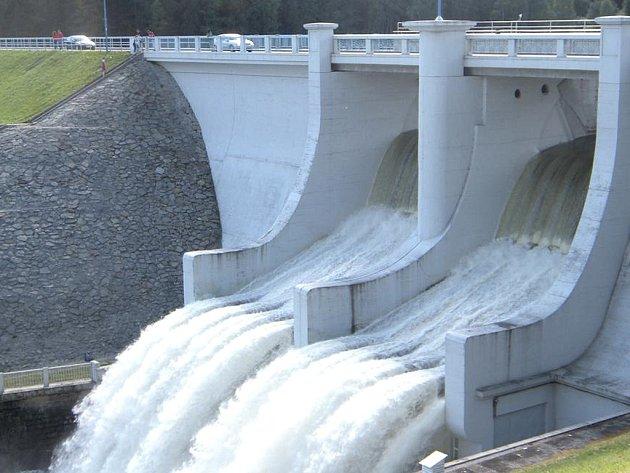 Od příštího roku by se na divokou vodu na Lipno mohlo jezdit po celou sezónu.