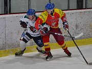 Krajská liga mužů - 23. kolo: HC Slavoj Český Krumlov (bílé dresy) - TJ Sokol Radomyšl 5:3 (1:1, 1:1, 3:1).
