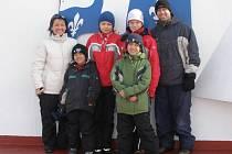 """""""S rodinou Marry a Erika a s jejich syny jsme byli i na výletě trajektem u vodopádů,"""" vzpomínal Milan Břečka (na snímku nahoře druhý zprava, vedle jeho brněnský spolubydlící)."""