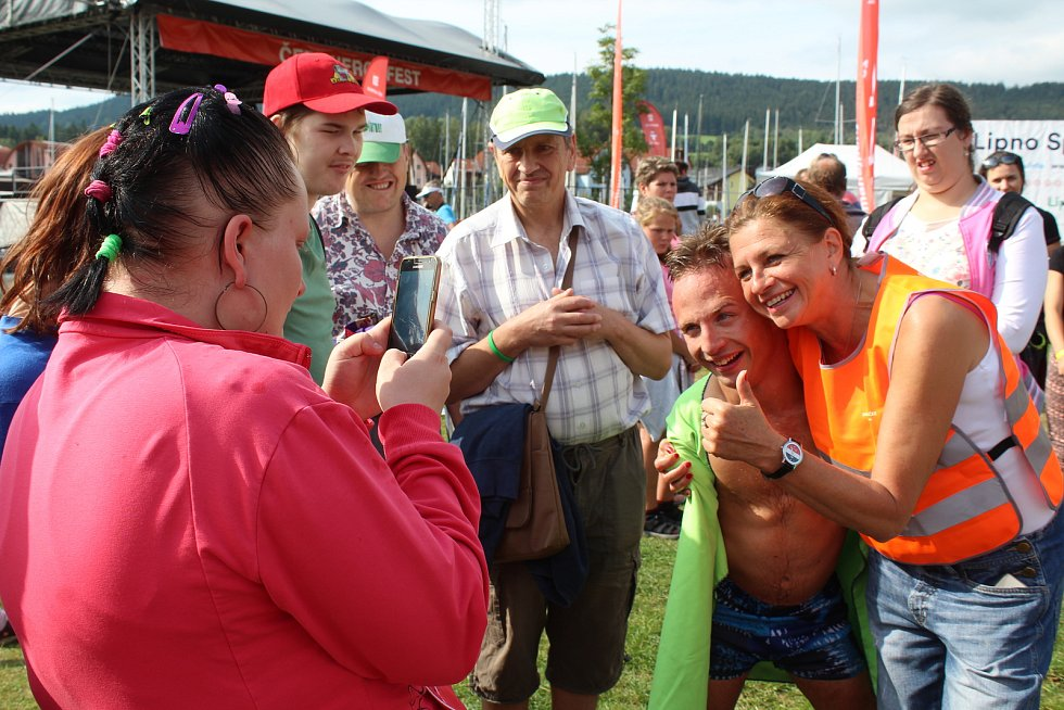 Den s hendikepem na Lipno Sport Festu 2019. Patronem plaveckého závodu byl český paralympionik, plavec Arnošt Petráček.