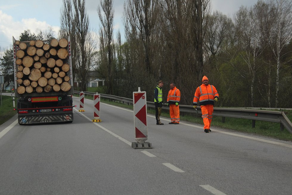 Nová dopravní omezení se objevila v pondělí u Kaplice.