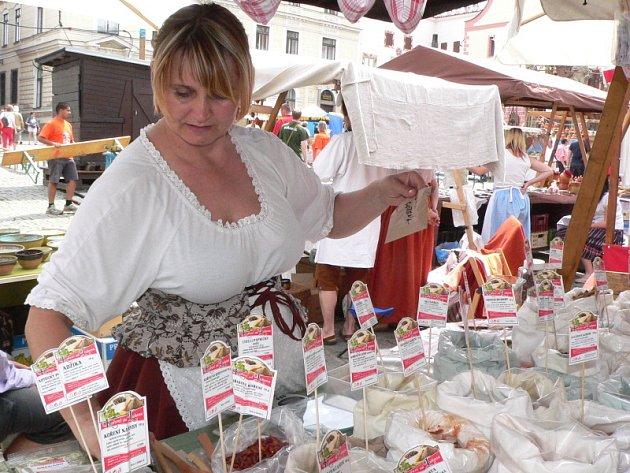 Trhy při českokrumlovských Slavnostech pětilisté růže.