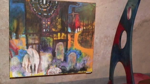 Svoje zážitky z cest po světe promítla malířka Iva Hulíková–Opekarová do svých obrazů, které jsou až do konce ledna k vidění v Galerii Fíďa v Českém Krumlově. Jedním z nich je i obraz s názvem Bretaň z roku 2006.