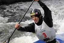 Příslušnost k republikové špičce při závodech v Krhanicích na řece Sázavě znovu potvrdil krumlovský junior Antonín Haleš, který v kategorii C1 stál dvakrát na stupních.