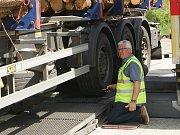 Na kamiony a jejich řidiče si v pátek posvítili policisté u Dolního Dvořiště.