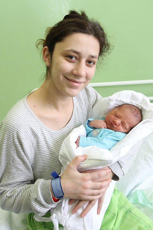 Soňa Ondrejková a Miroslav Čermák z Frymburku se 19. prosince 2018 tři minuty po třetí hodině odpolední dočkali prvorozeného syna. Dominik Čermák se mohl pyšnit mírami 49 centimetrů a 3 250 gramů.