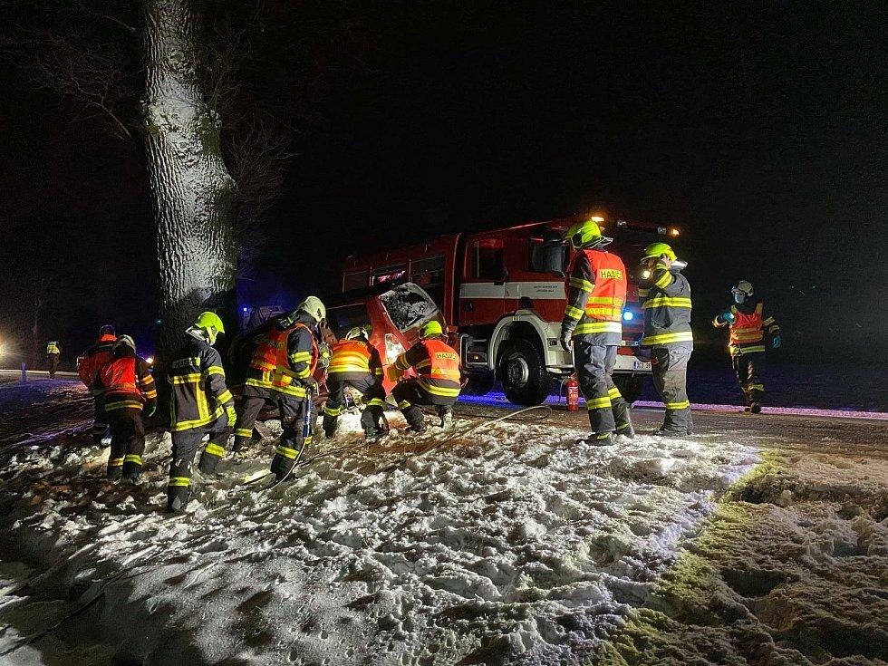 U tragické nehody u Netřebic zasahovali i velešínští hasiči.