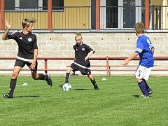KP mladší žáci - 8. kolo: FK Spartak Kaplice (černé dresy ) - SK Čtyři Dvory 3:0 (2:0).