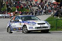 Přesně v den svých 33. narozenin odstartuje dnes v Příbrami do posledního závodu sedmileté soutěžácké kariéry velešínský Patrik Hlach. Navigovat jej bude Michal Mrlina, s nímž získal při letošní Rallye Český Krumlov druhé místo ve třídě (na snímku).