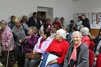 Na slavnostním zahájení provozu senior klubu bylo plno.