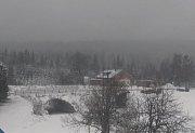 Lyžařské areály začíná pokrývat sněhová peřina.