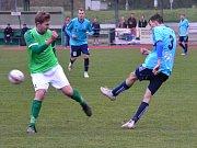 Ondrášovka KP muži – 14. kolo: FK Slavoj Český Krumlov (zelené dresy) – SK Otava Katovice 1:2 (0:1).