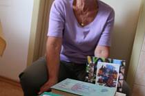 Jitka Milisová z českokrumlovského Plešivce darovala 84 dětských knih.