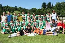 Družstvo staršího dorostu FK Slavoj Český Krumlov, které vybojovalo postup do divize.
