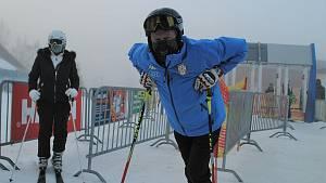 První lyžaři zamířili na Lipno. Sníh je parádní, říkají