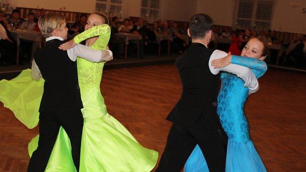 OBRAZEM: Senioři se bavili při muzice ve Chmelné