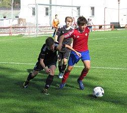 Krajský přebor starší žáci - 6. kolo: FK Spartak Kaplice (černé dresy) - Šumavan Vimperk 2:1 (1:1