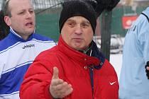 Na lavičku loučovického FC Vltava usedl v zimní přestávce zkušený kormidelník Gerhard Procházka starší.