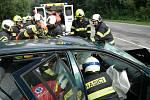 Hasiči u Žaltic na Krumlovsku vyprošťovali z auta těhotnou ženu.