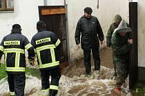 Obyvatelé jednoho domu v Benešově nad Černou museli být evakuováni.