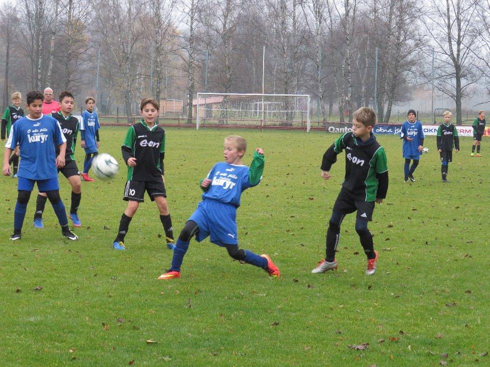 KP mladší žáci – 13. kolo: FK Spartak Kaplice (černozelené dresy) – FK Slavoj Český Krumlov 5:4.