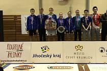 Dorostenci SKB Český Krumlov pod vedením trenérského dua Votava a Frendl vybojovali při MČR družstev na domácích kurtech nečekané stříbrné medaile.