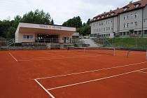 Zrekonstruované tenisové kurty ve Větřní.