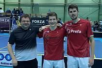 Krumlovský badminton budou na exhibici reprezentovat deblisté (zprava) Jaromír Janáček s Tomášem Švejdou a  trenér Radek Votava.