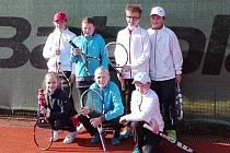 Jako první vyběhlo na domácí antuce do letošních soutěží družstev mladší žactvo ve složení: Gráfek, Čížek, Vachta, Wölfl, Vrabcová, Bohdalová a Králová.