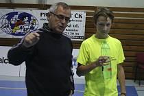 Nejcennější umístění ze zástupců našeho regionu na celostátním turnaji mladších juniorů vybojoval křemežský mladíček Petr Beran (vpravo, na snímku s trenérem Václavem Koudelkou), jenž bral stříbro v prestižní dvouhře.