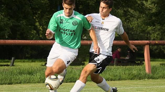 Ve čtvrté minutě nastaveného času po vydařené individuální akci zajistil Spartaku všechny tři body Josef Ševčík (vlevo).