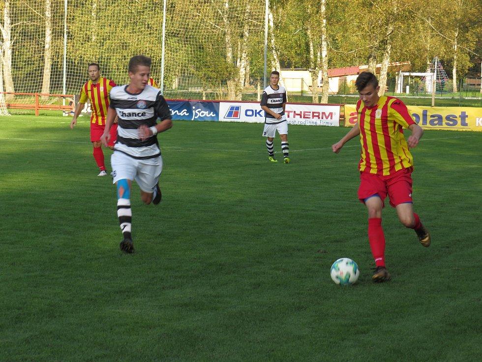 Oblastní I.B třída - 6. kolo: FK Spartak Kaplice (bíločerné dresy) - Kamenný Újezd 8:0 (3:0).