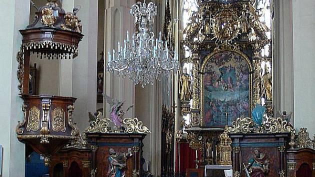 Vyšebrodský oltář ukazuje nyní obraz Klanění tří králů, ten nahradil nanebevzetí Panny Marie.